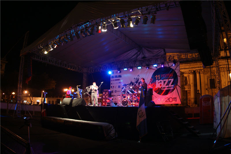 """Usted está viendo imágenes del evento: CONCIERTOS DEL GRUPO """"FABIAN SOLANO Y SU ESAMBLE DE JAZZ"""", EN EL MARCO DEL XI FESTIVAL INTERNACIONAL DE JAZZ, EN LAS CIUDADES DE GUATEMALA, LA ANTIGUA Y QUETZALTENANGO"""