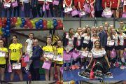 Entrega de premios en el torneo de voleibol femenino organizado por la Escuela México de Bucarest